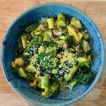 Grünes Gemüse Curry mit Knoblauchwürze